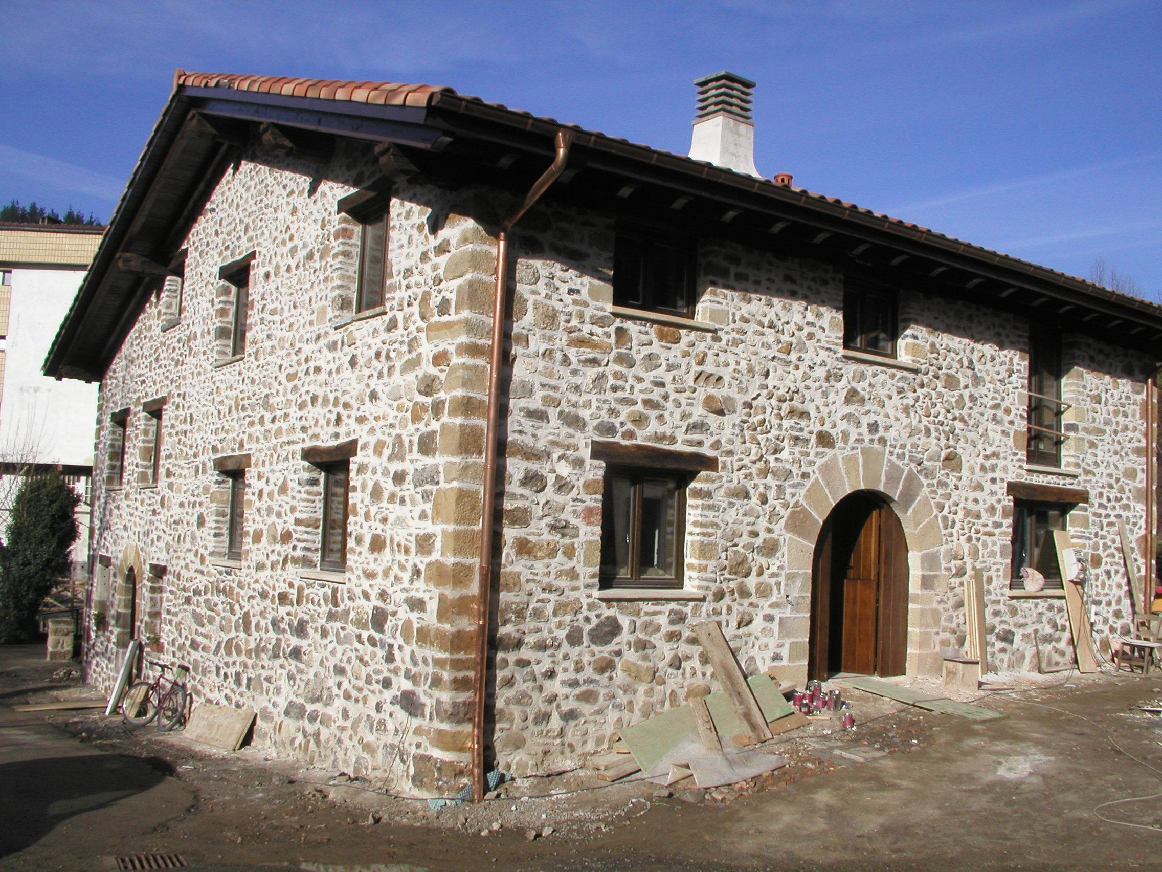 Rehabilitaci n de un caser o hist rico en eskoriatza for Escuela arquitectura donostia